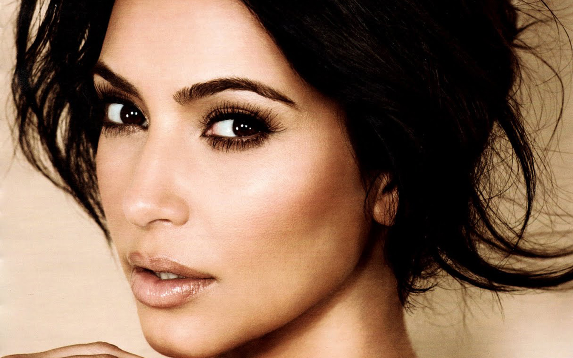 2014 Kim Kardashian   Wallpaper High Definition High Quality 1920x1200