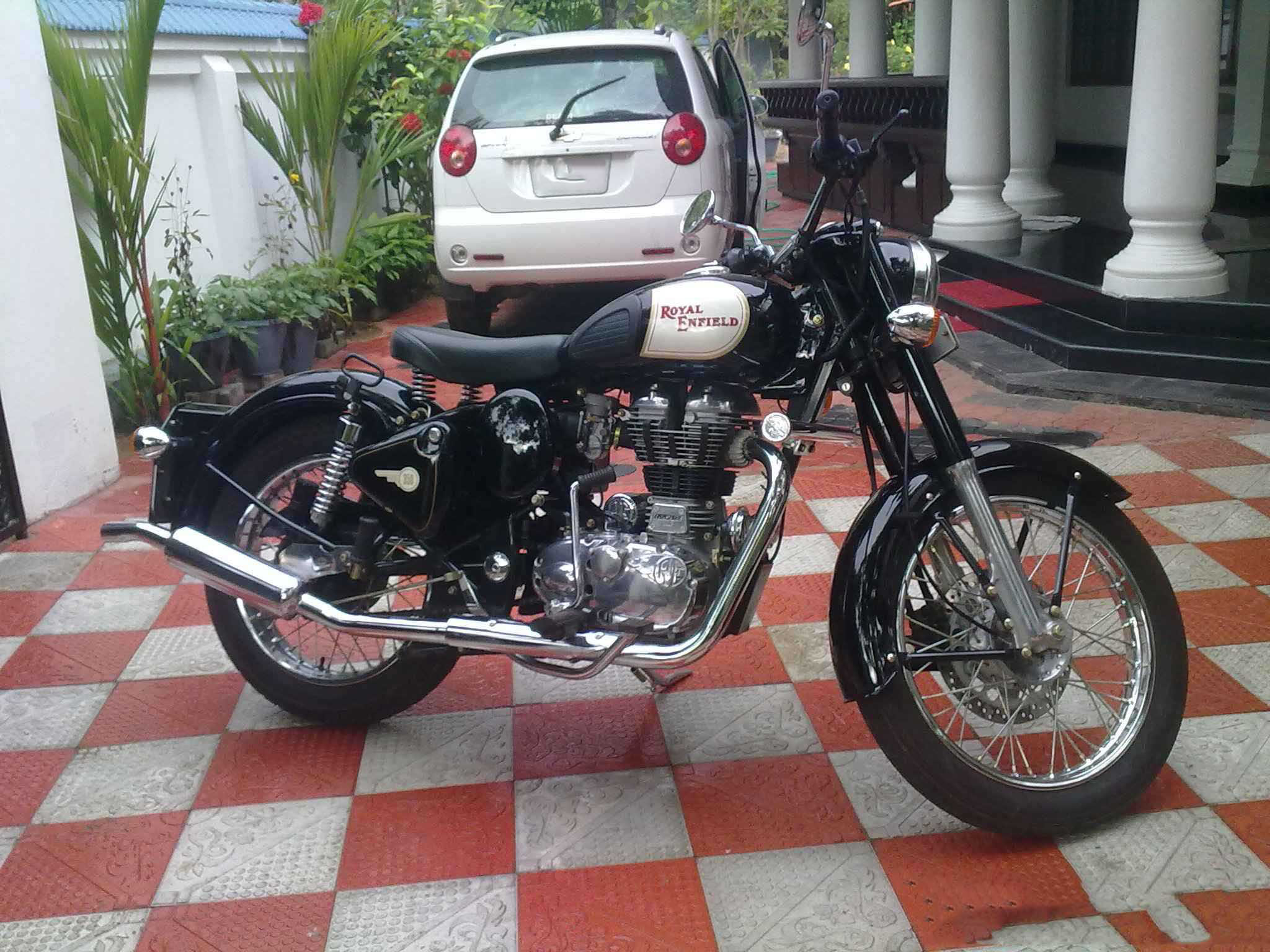 91 Royal Enfield Classic 350 Wallpapers On Wallpapersafari