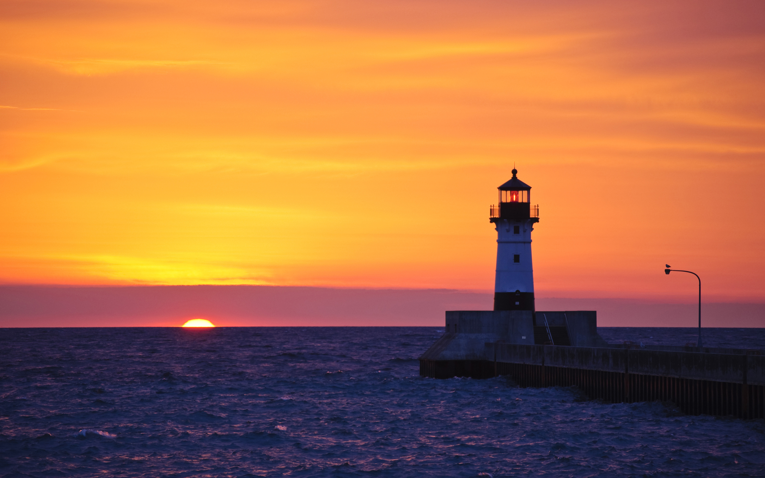 latorocom19811 desktop wallpapers lighthouse in duluth minnesotahtm 2560x1600