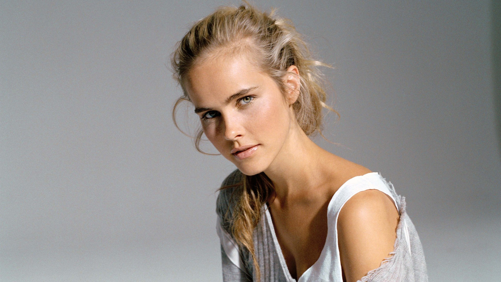 Isabel Lucas HD Desktop Wallpapers 1920x1080