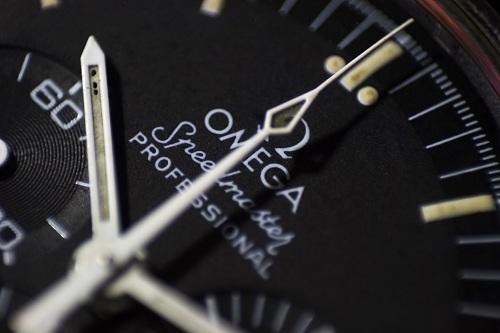 Download Omega Speedmaster Watch Macro Shots Wallpaper Set 500x333