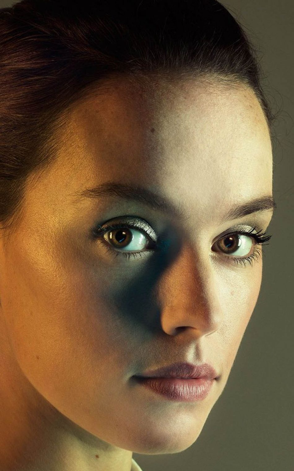 Download Daisy Ridley Portrait Click Pure 4K Ultra HD Mobile 950x1520