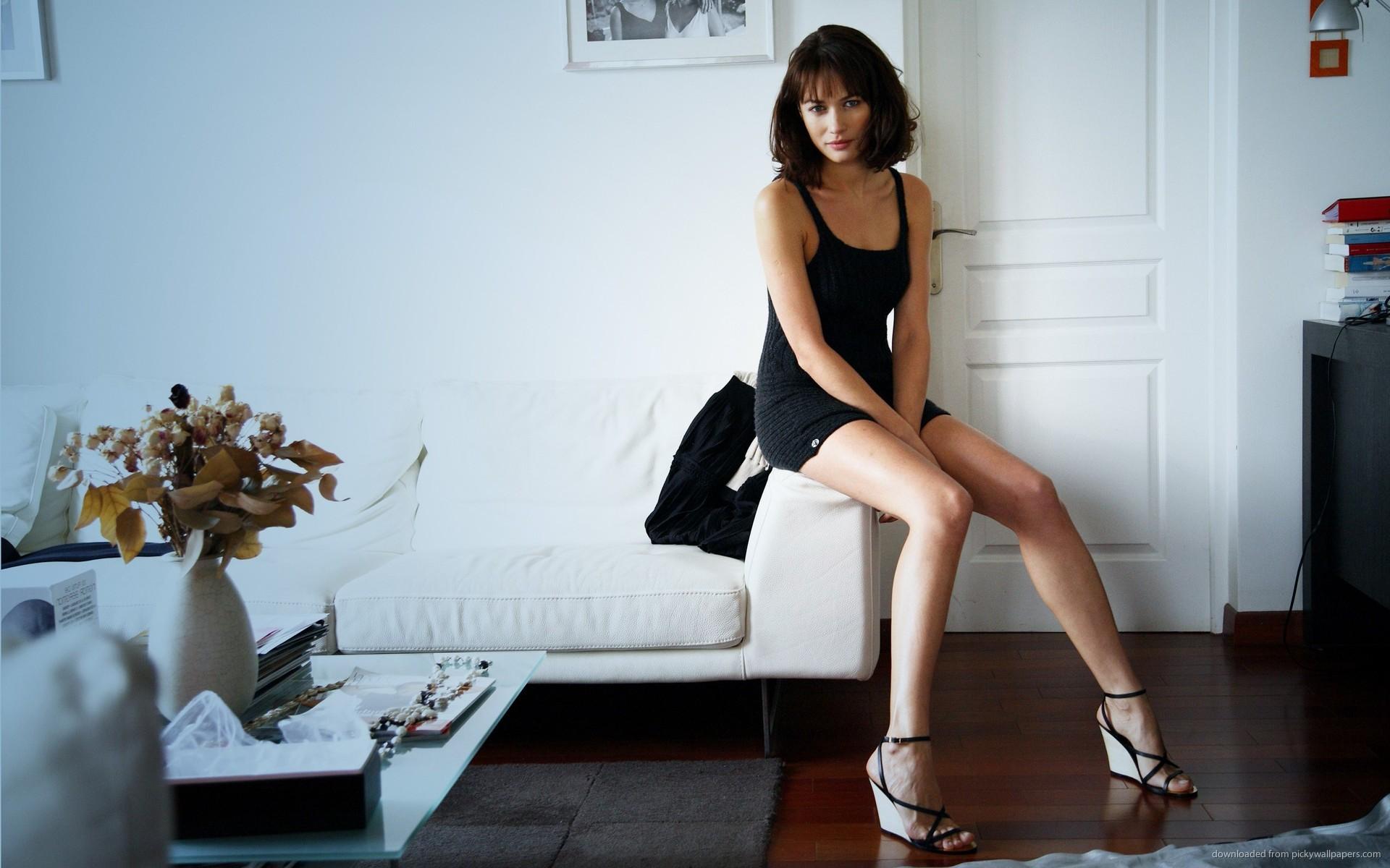 Download 1920x1200 Olga Kurylenko Long Legs Wallpaper 1920x1200