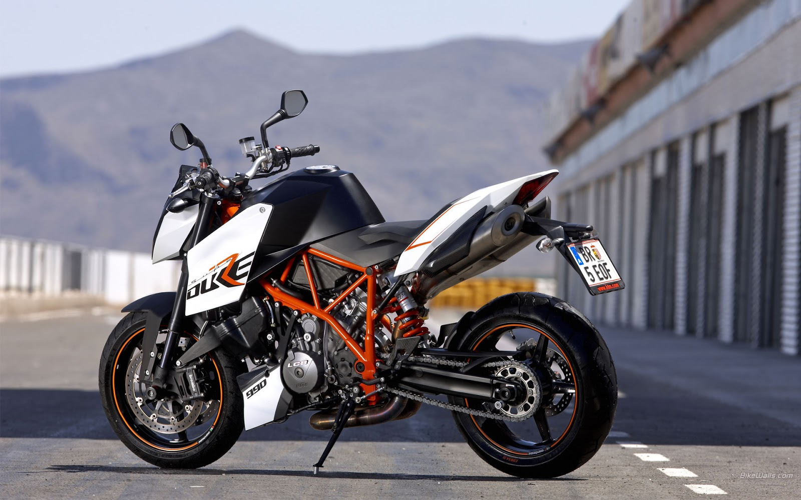 KTM 990 Super Duke HD Wallpapers High Definition iPhone HD 1600x1000