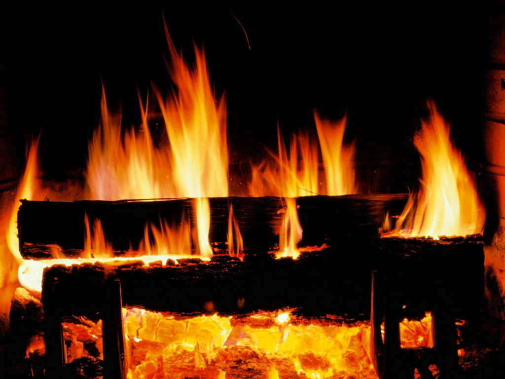 Crackling Fire   Christmas Wallpaper 2736108 1024x768