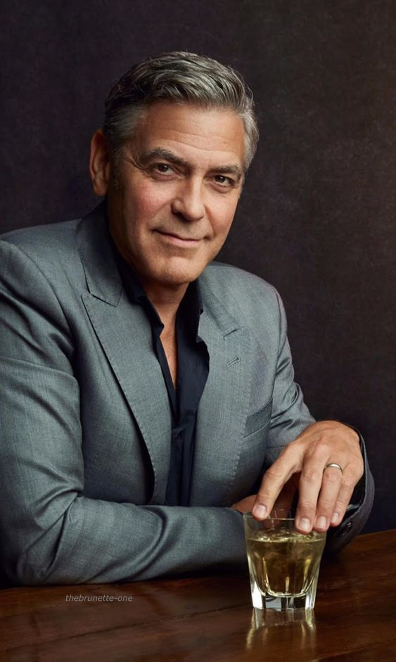Hollywood actor George Clooney handsome movie photos wallpapers 563x941