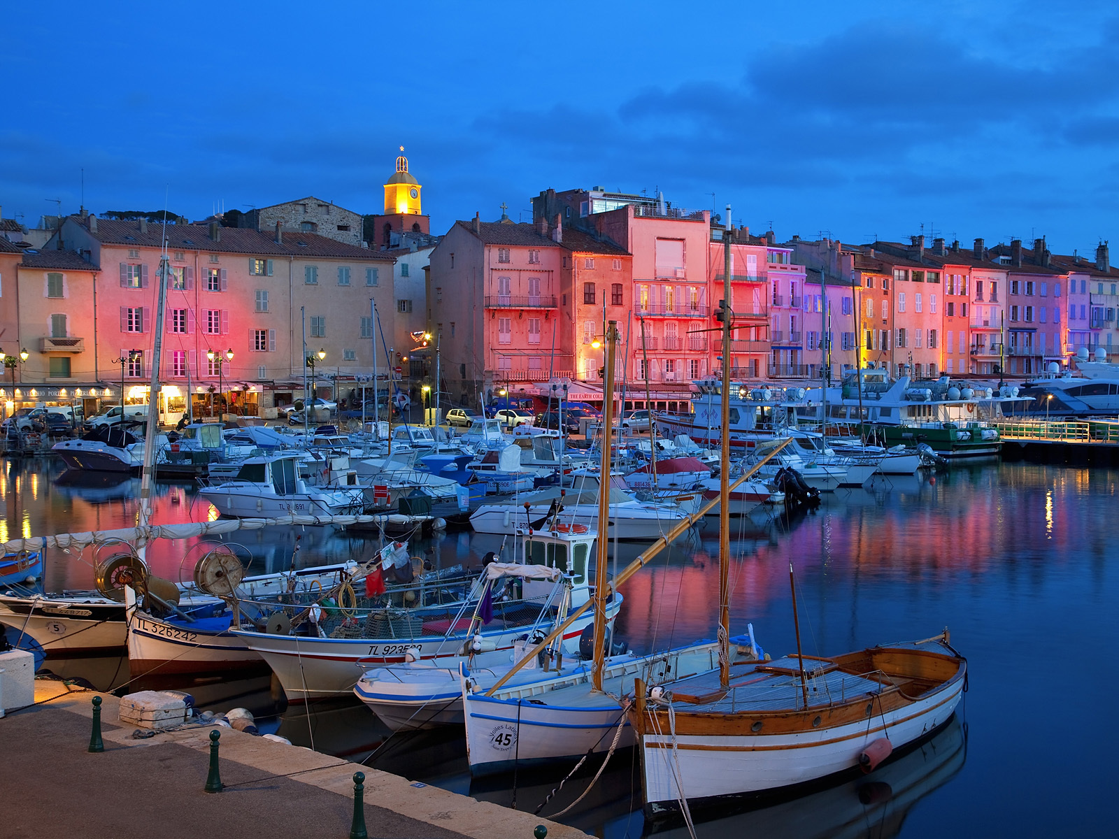 Pink sunset in the resort of Saint Tropez France wallpapers and 1600x1200