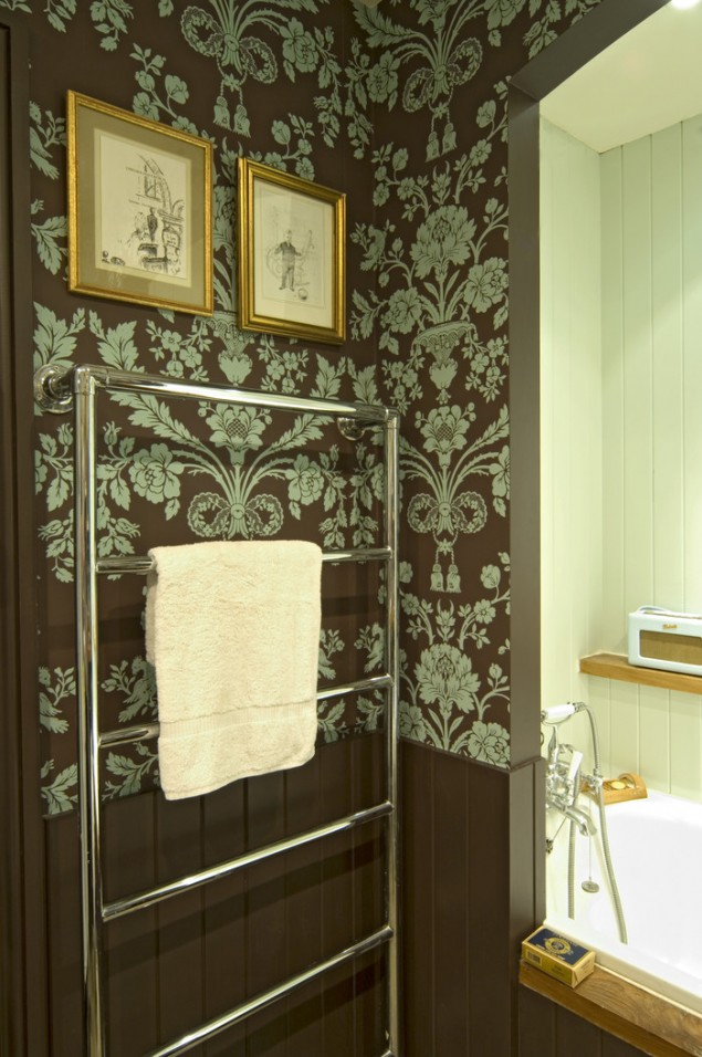 wallpaper or paint that enhances and complements our existing 635x956