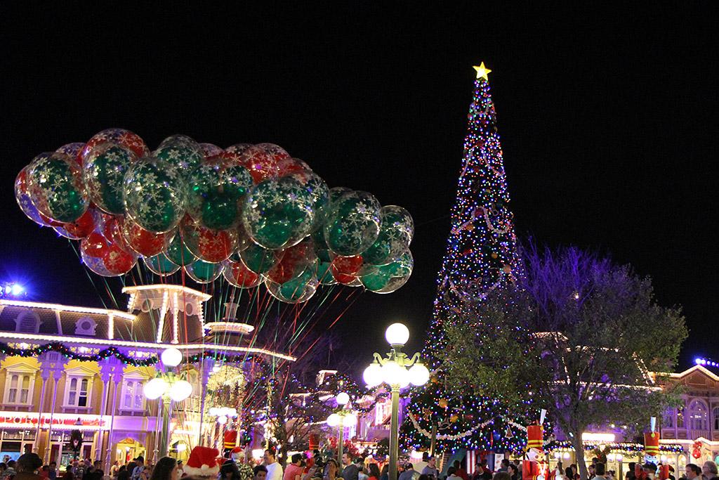 christmas tree at the magic kingdom 2009 holidays at the magic kingdom 1024x683