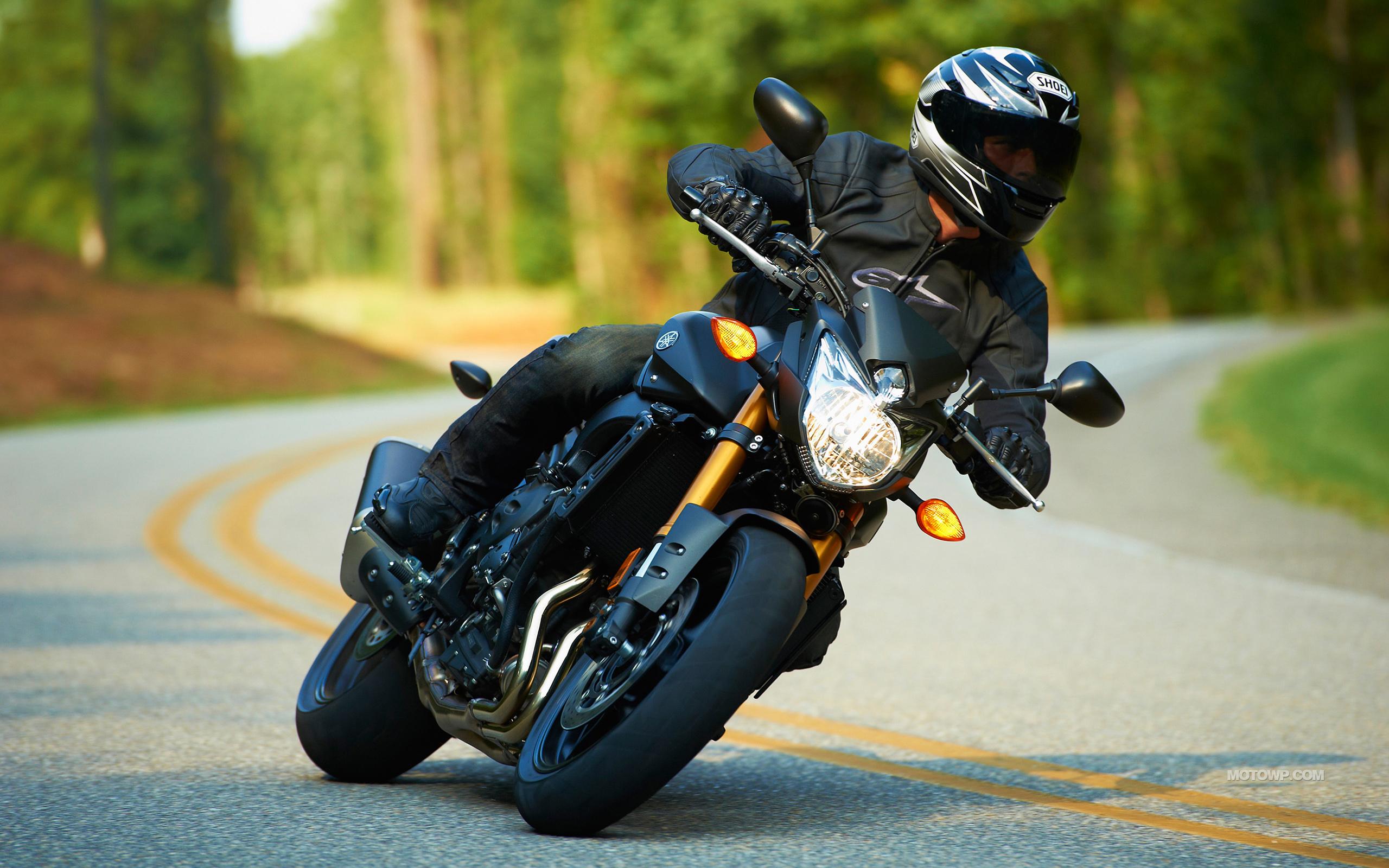 Motorcycles desktop wallpapers Yamaha FZ8   2012 2560x1600