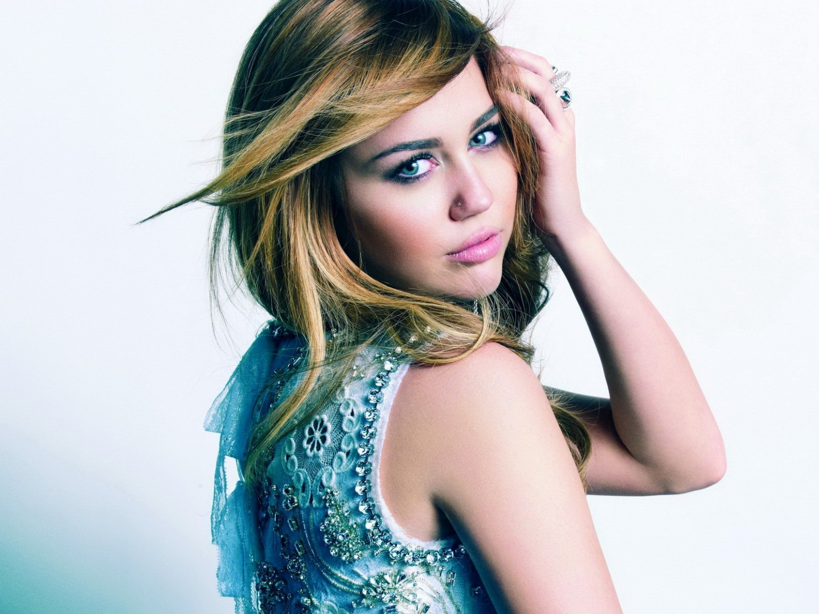 miley cyrus wallpaper 2013 miley cyrus wallpaper 2013 miley cyrus 1600x1200