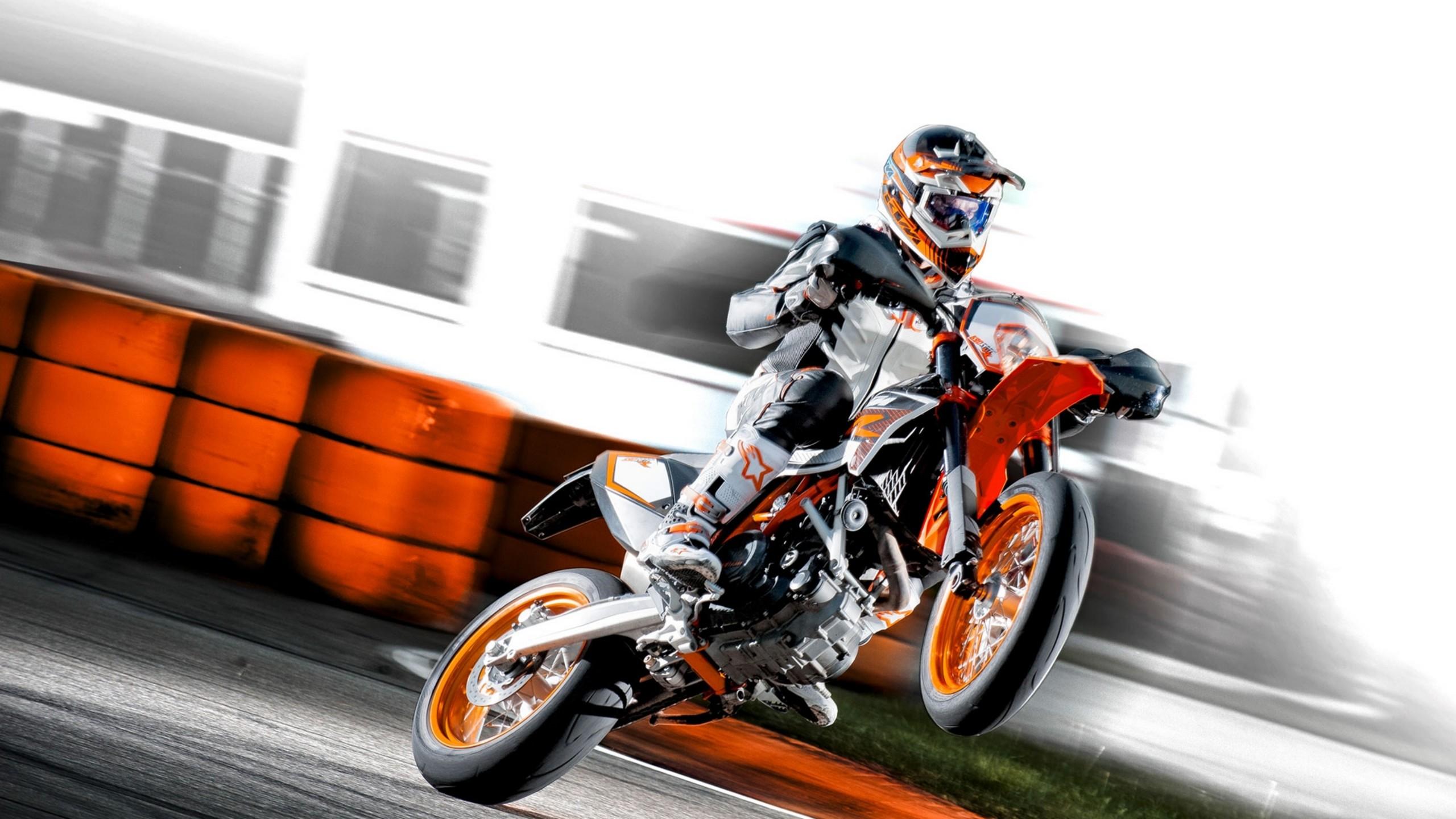 Wallpaper Download 2560x1440 Insane wheelies Ktm 690 SMC R on a racing 2560x1440