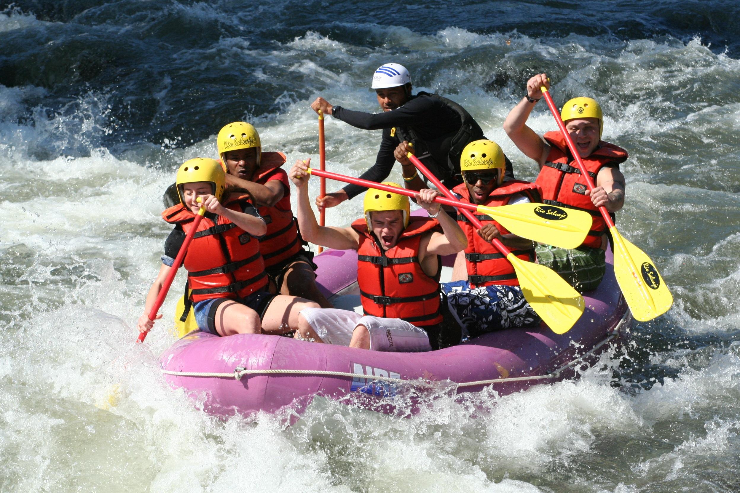 Fun white water rafting in an inflatable raft HD Wallpaper 2496x1664