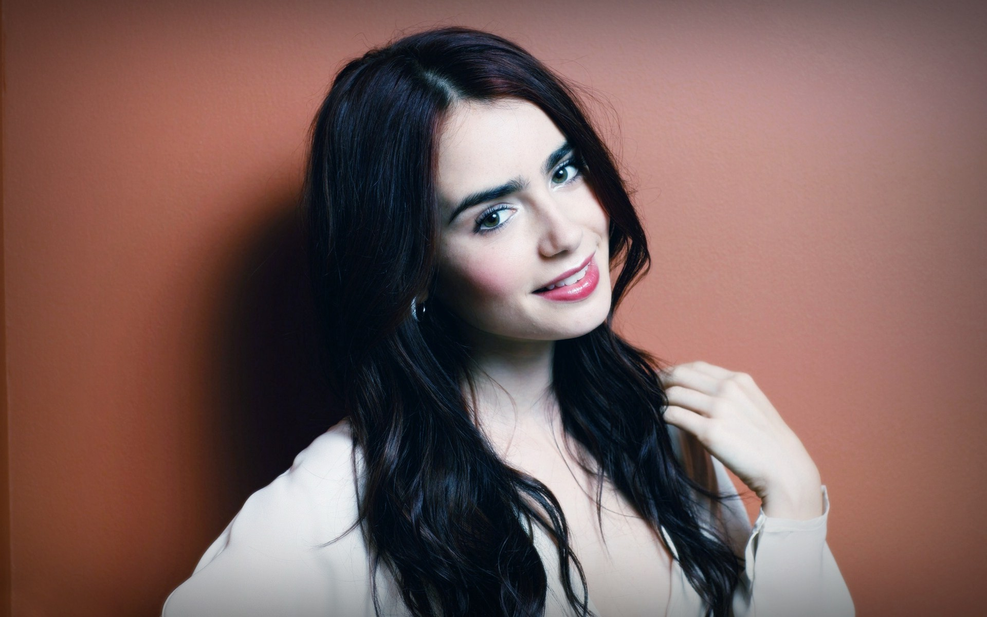 Lily Collins HD Wallpapers 1920x1200