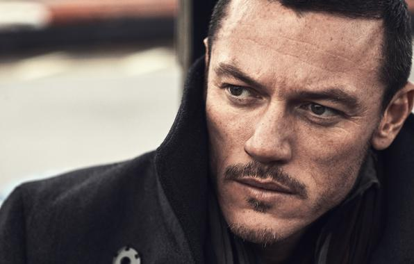 Wallpaper luke evans luke evans male freckles coat wallpapers men 596x380