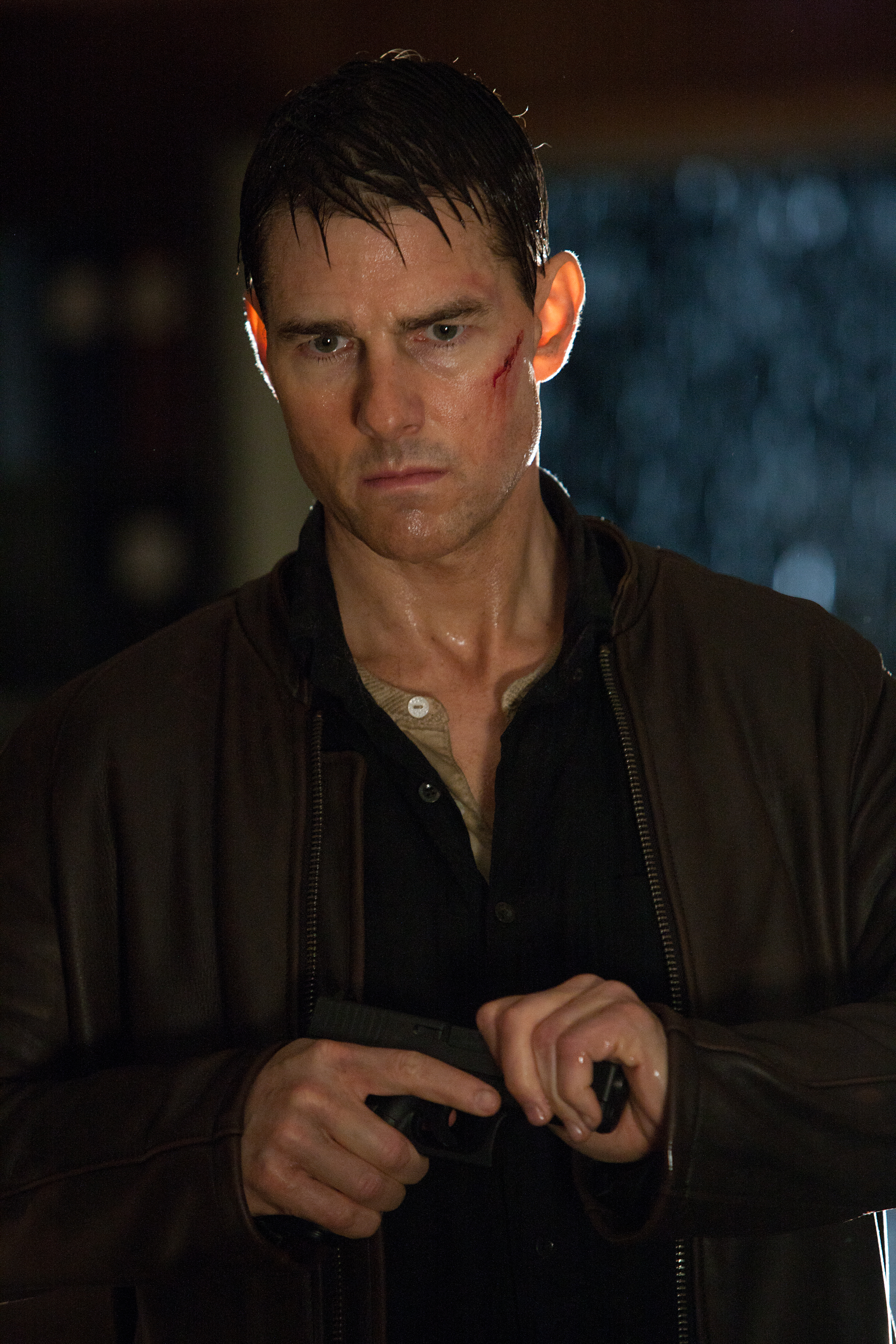 JACK REACHER Clips and Images Featuring Tom Cruise Collider 2048x3072
