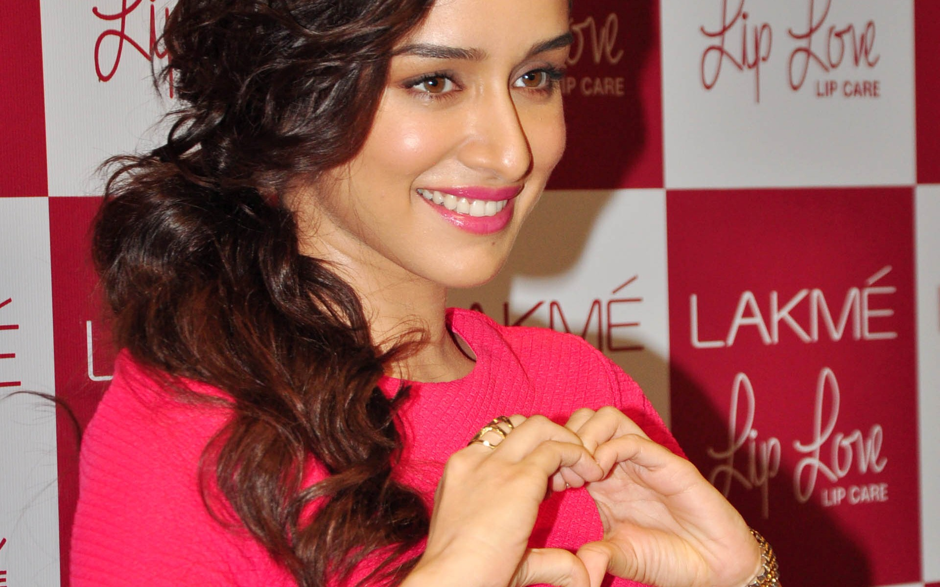 Cute Smile of Shraddha Kapoor with Pink Lips HD Wallpapers 1920x1200