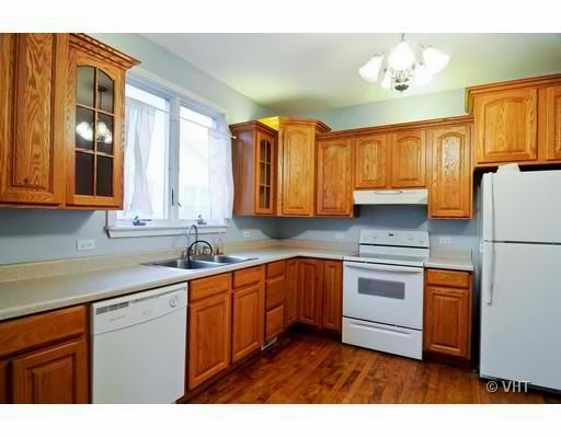 Its a great kitchen just lacks personality The landlord approved my 512x400