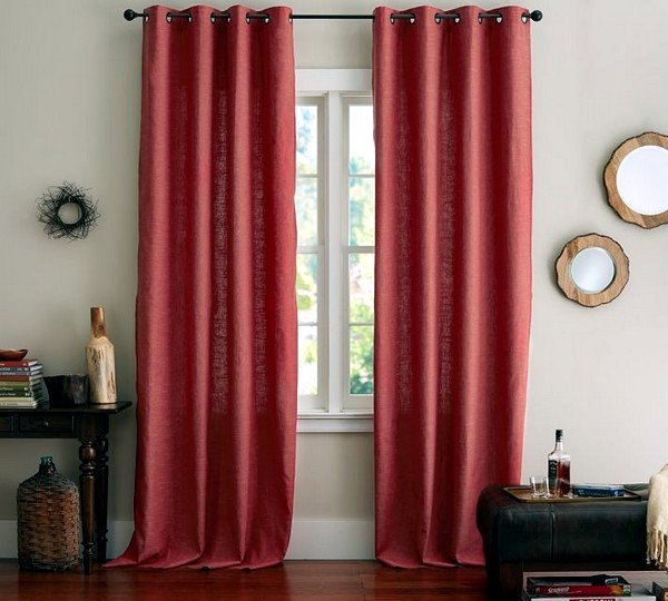 Matching curtains and drapes adorn the windows 30 decorating ideas 600x540