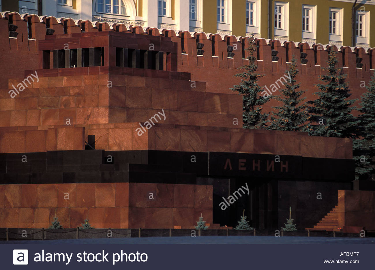 Moscow Lenin mausoleum on the red square Kremlin in the background 1300x936