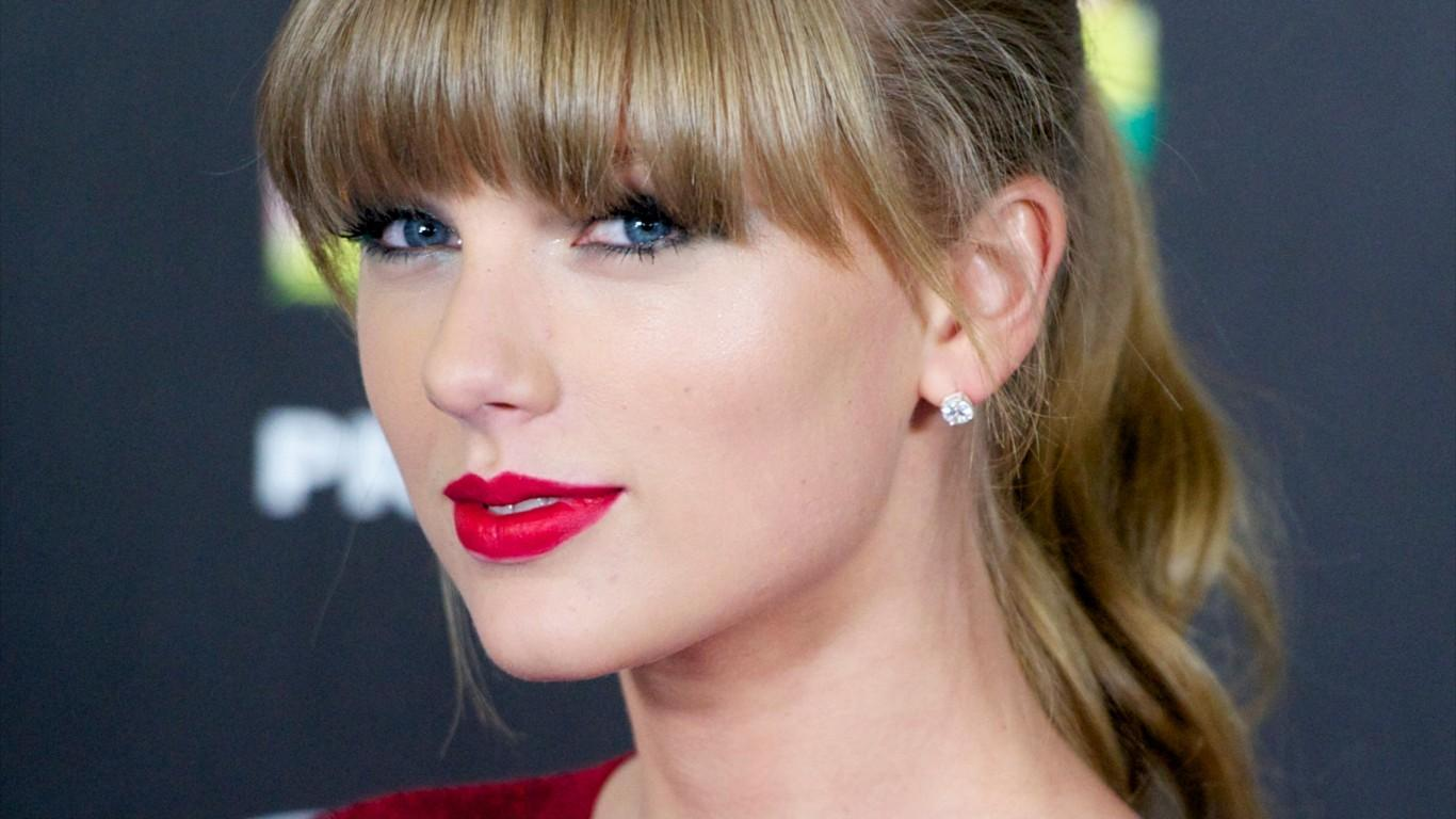 Taylor Swift La cantante fa una sorpresa ai propri fan 1366x768