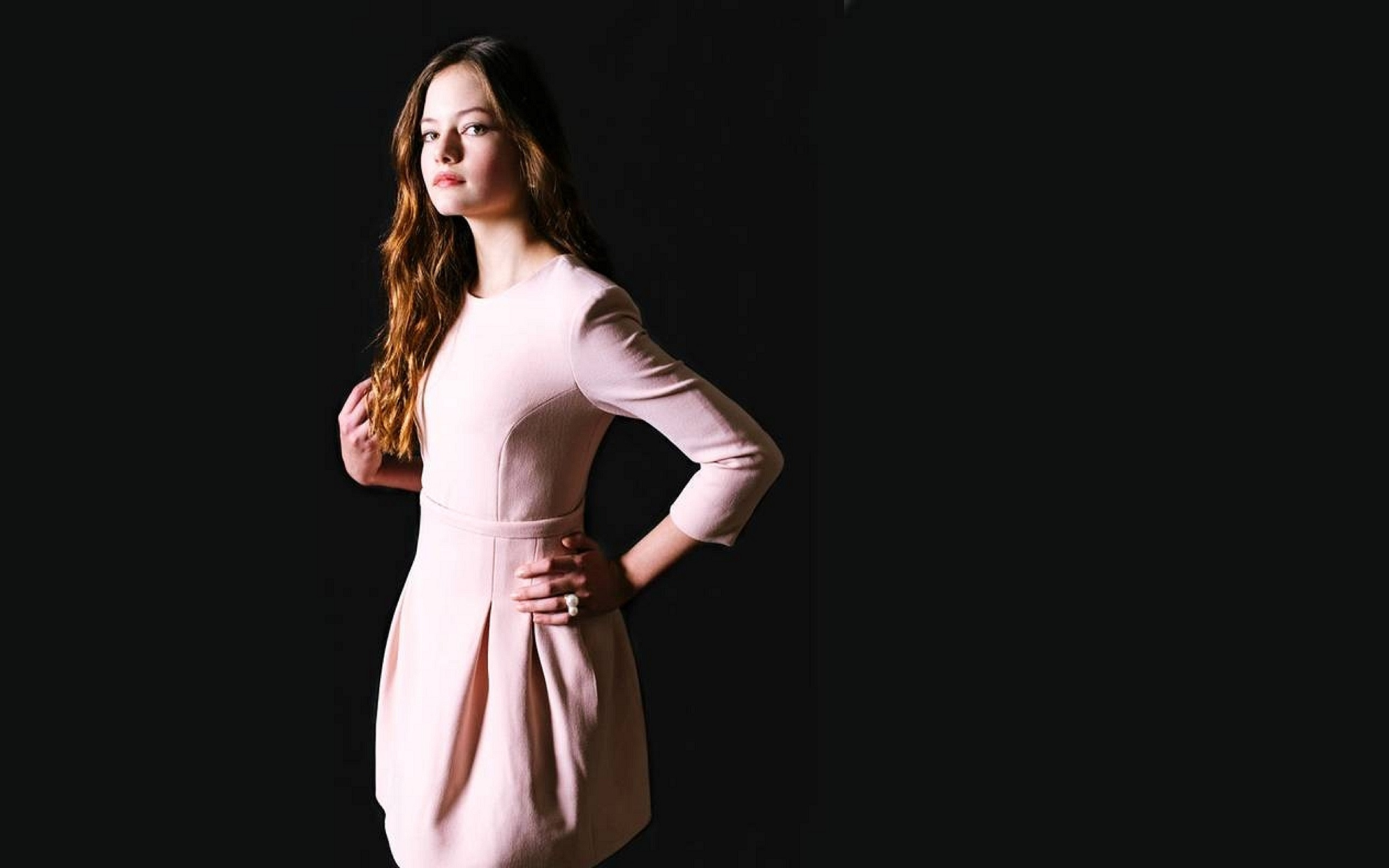 Actress Mackenzie Foy Beautiful Photoshoot Wallpaper HD 2560x1600