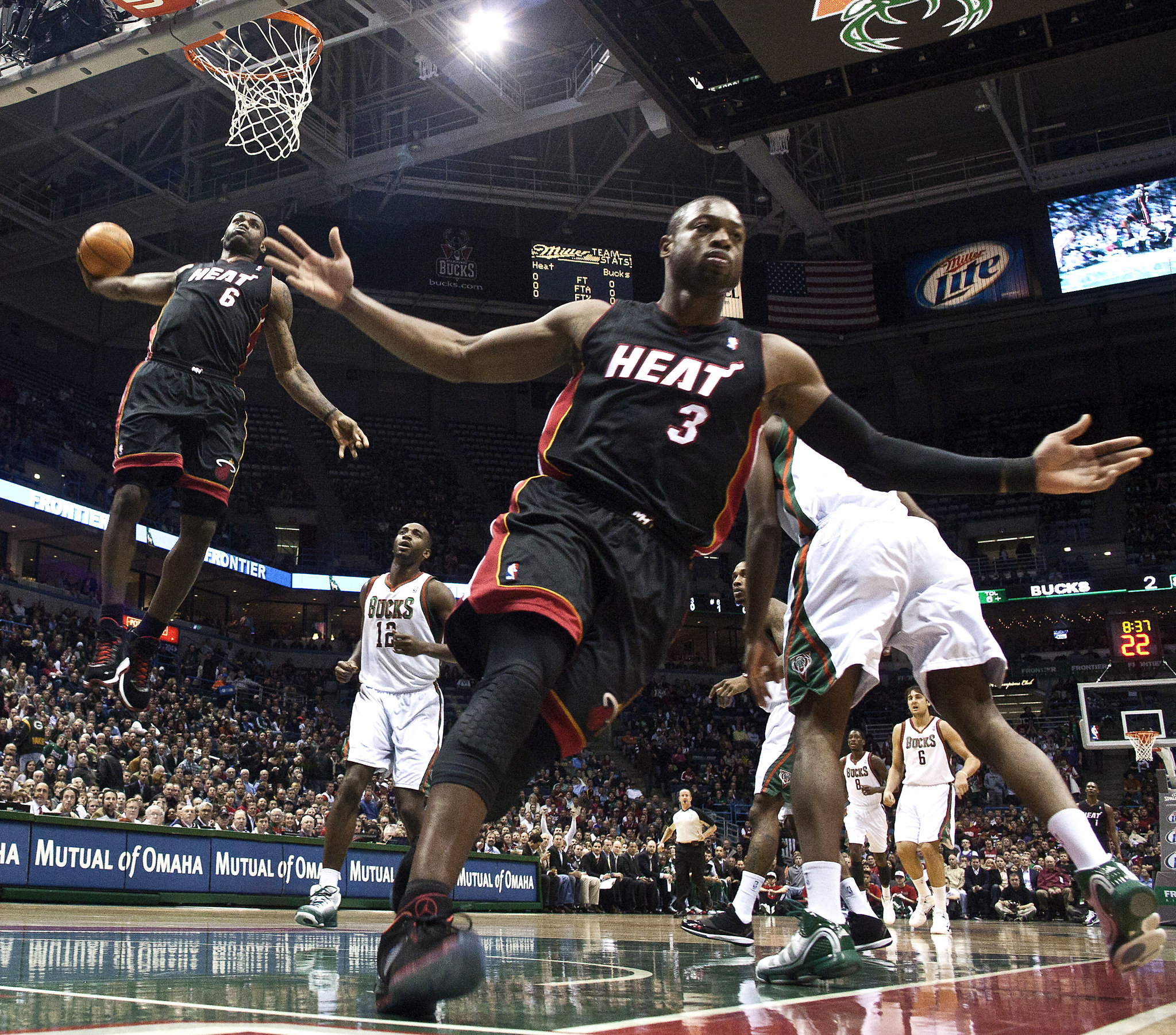 NBA Photography 101 LeBron James dunks on the Warriors 2047x1803