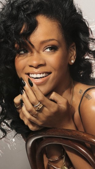 Rihanna Laughing   The iPhone Wallpapers 310x550