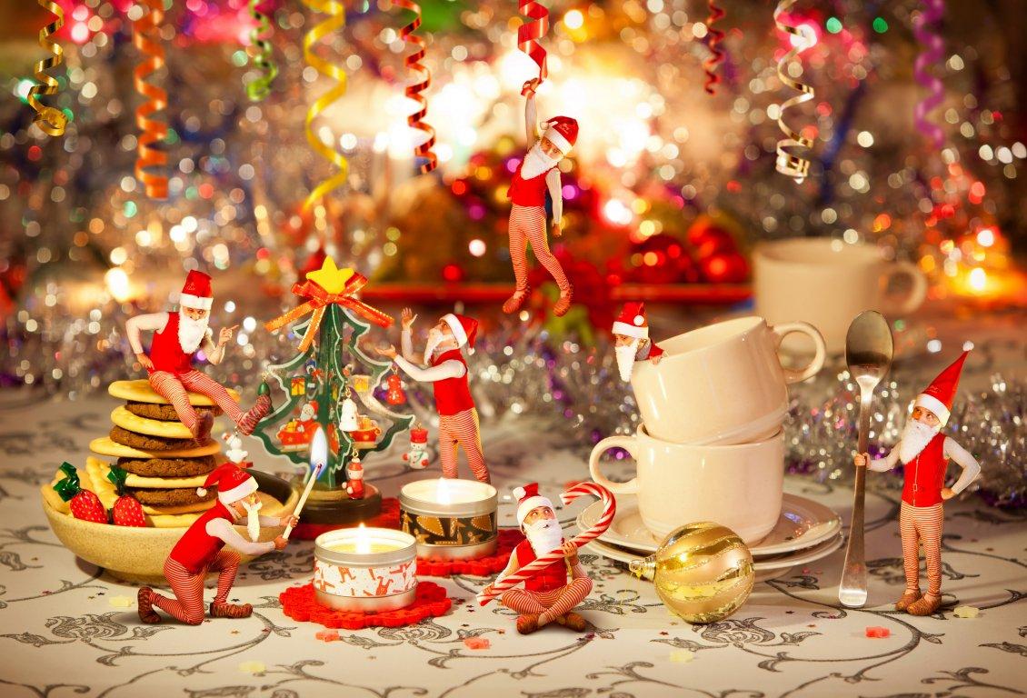 Santas elves prepare for Christmas 1130x768