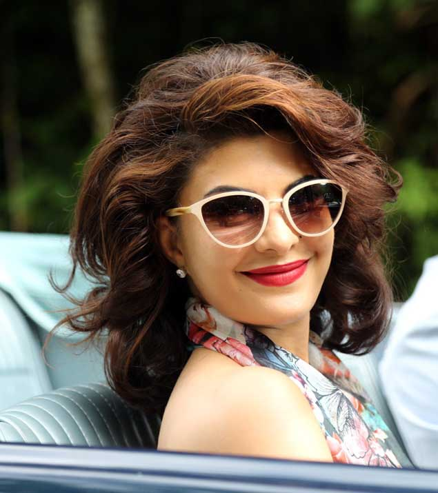 Jacqueline Fernandez Wallpapers Hd Cute Jacqueline fernandez roy 635x715