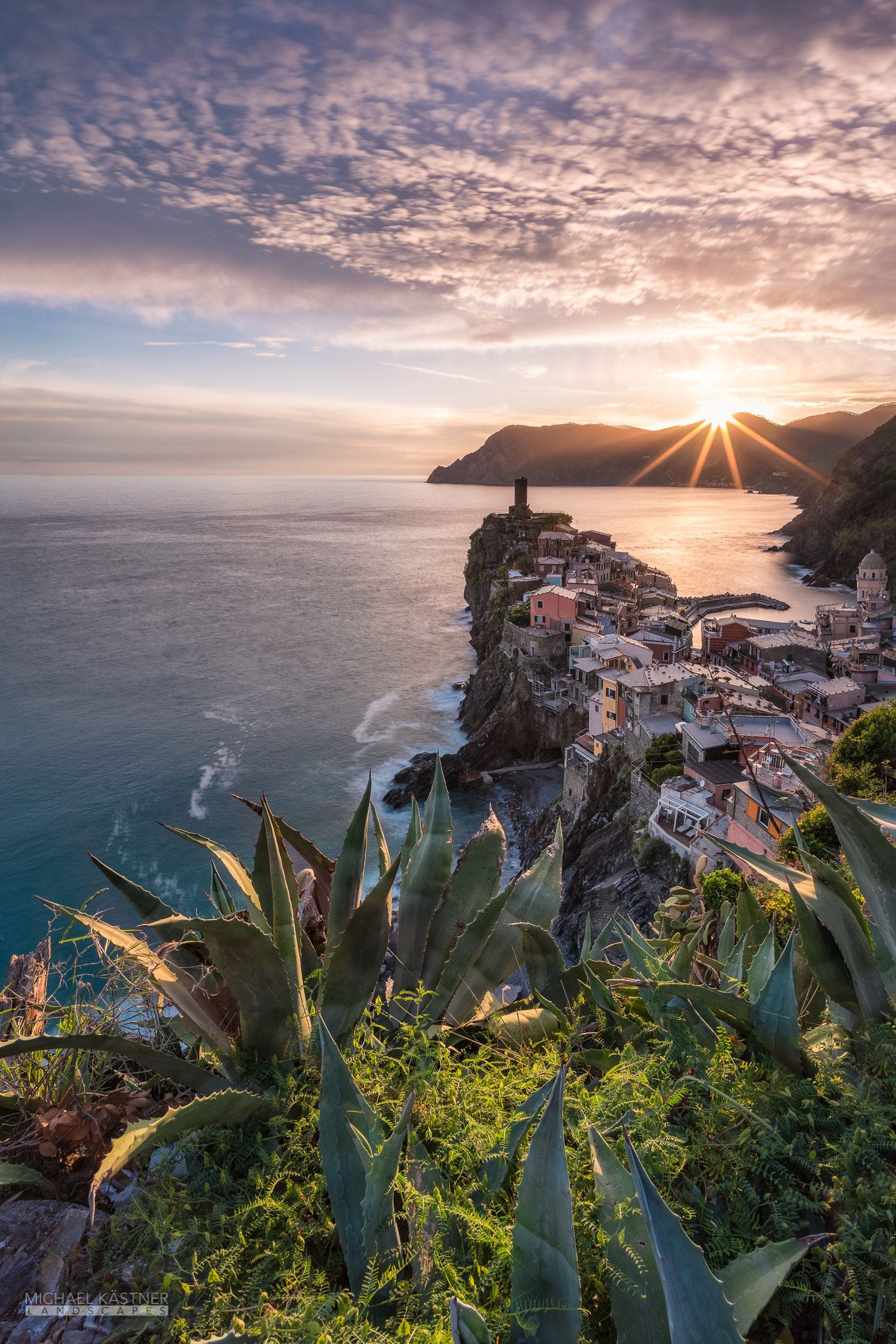 Ligurian Sky   Classic View   Vernazza   Cinque Terre   Italy 1366x2048