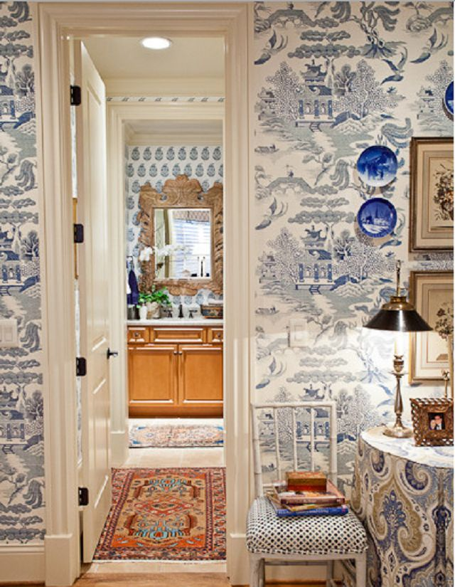 Chinoiserie blue and white wallpaper Wallcovering Pinterest 640x825