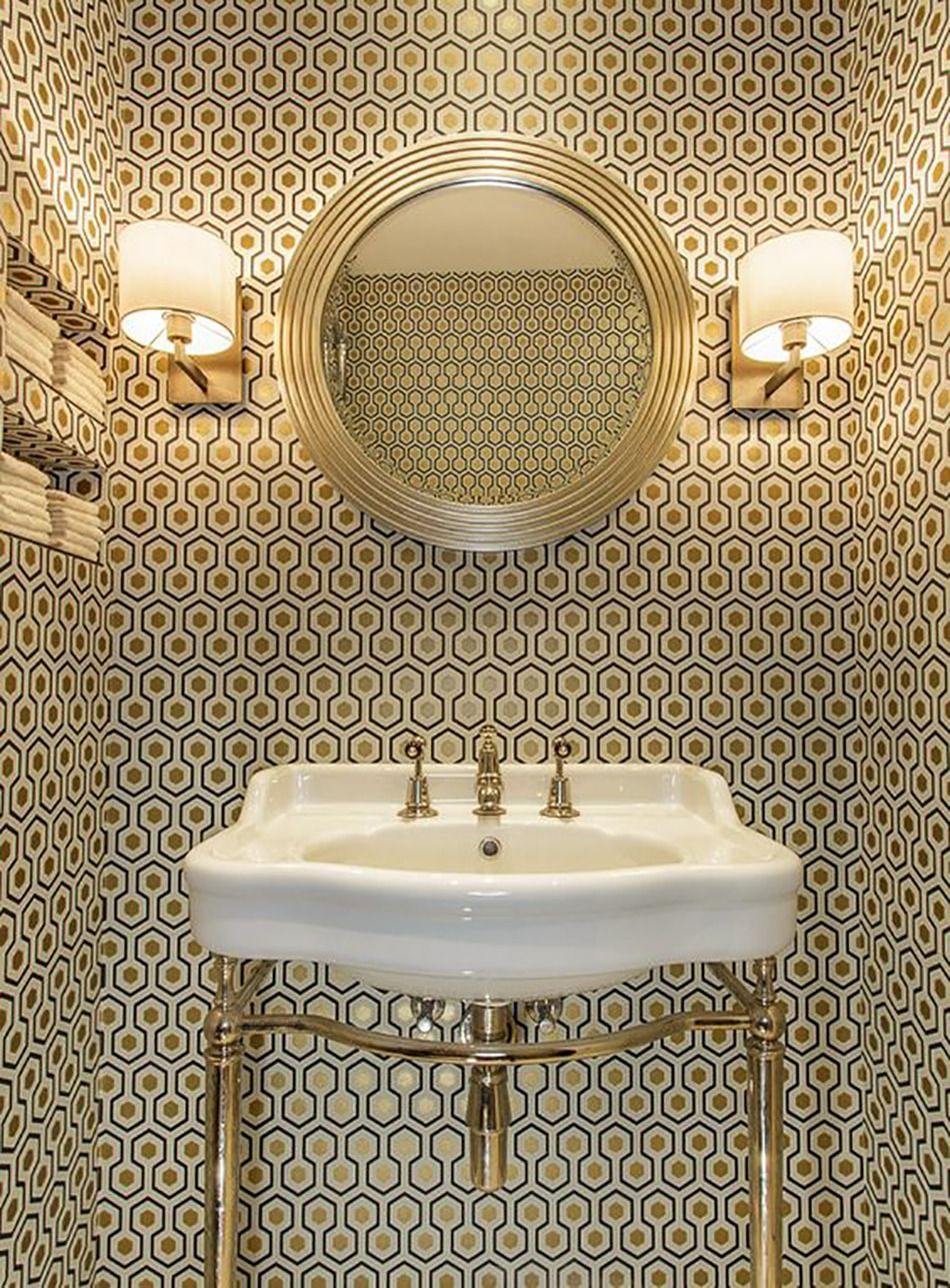 Create A Chic Bathroom with These Trendy Wallpaper Ideas Dco 950x1287