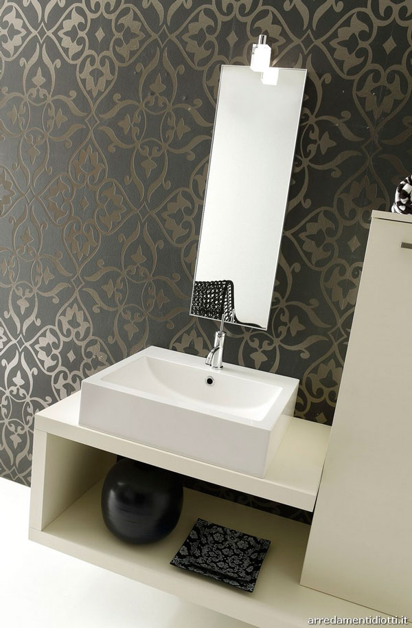 Bathroom with wall wallpaper 600x914