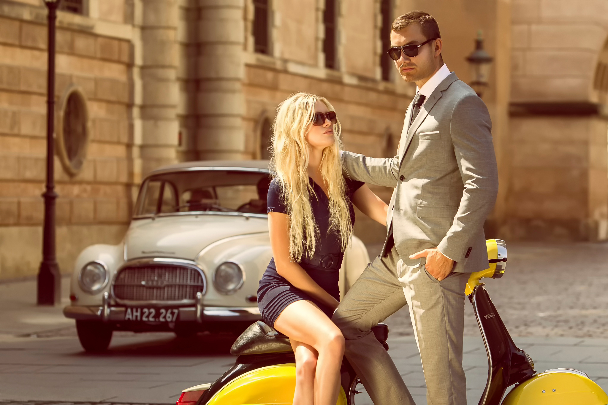 vespa vintage boy girl street a car wallpapers photos pictures 2048x1365