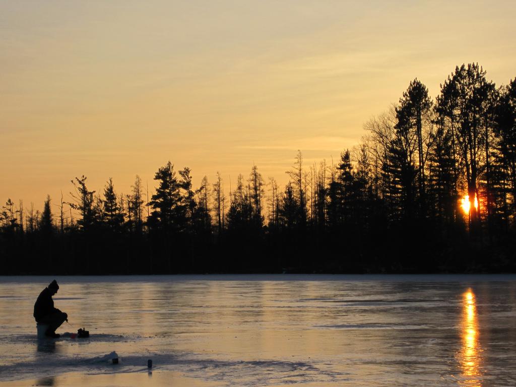 Ice fishing wallpaper wallpapersafari for Ice fishing michigan