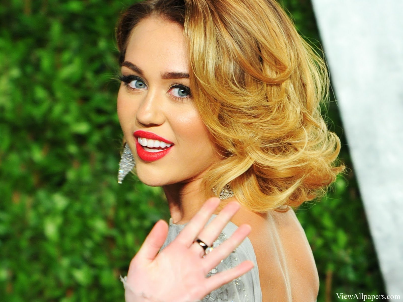 Miley Cyrus 2015 High Resolution Wallpaper download Miley Cyrus 1600x1200