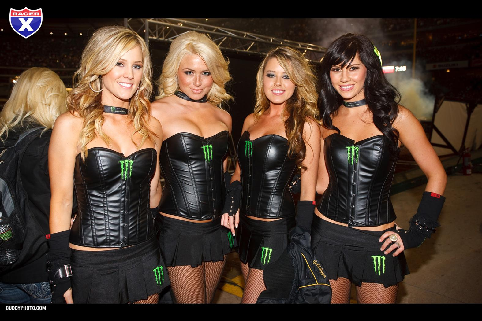 Motocross Pin Up Girls 1575x1050