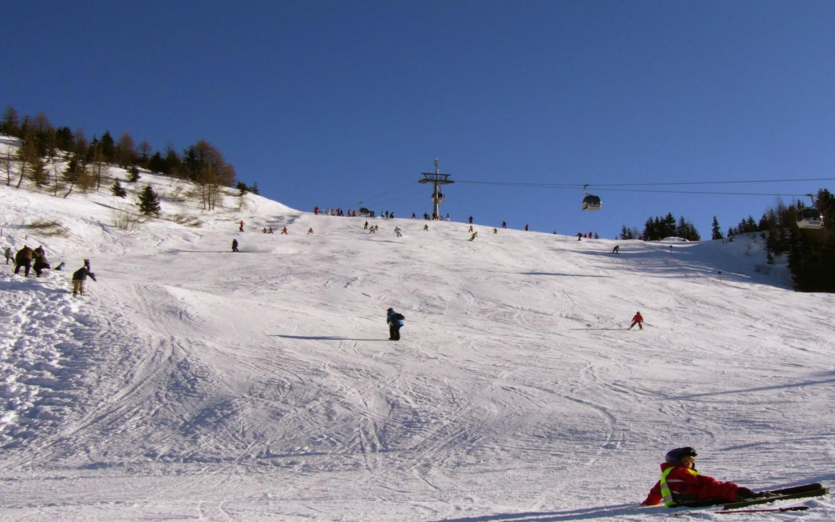 Ski slope wallpaper 8957 1680x1050