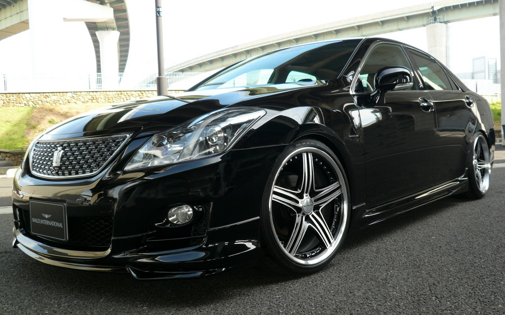 Wallpaper of toyota crown athlete supercharger background HD image 1920x1200