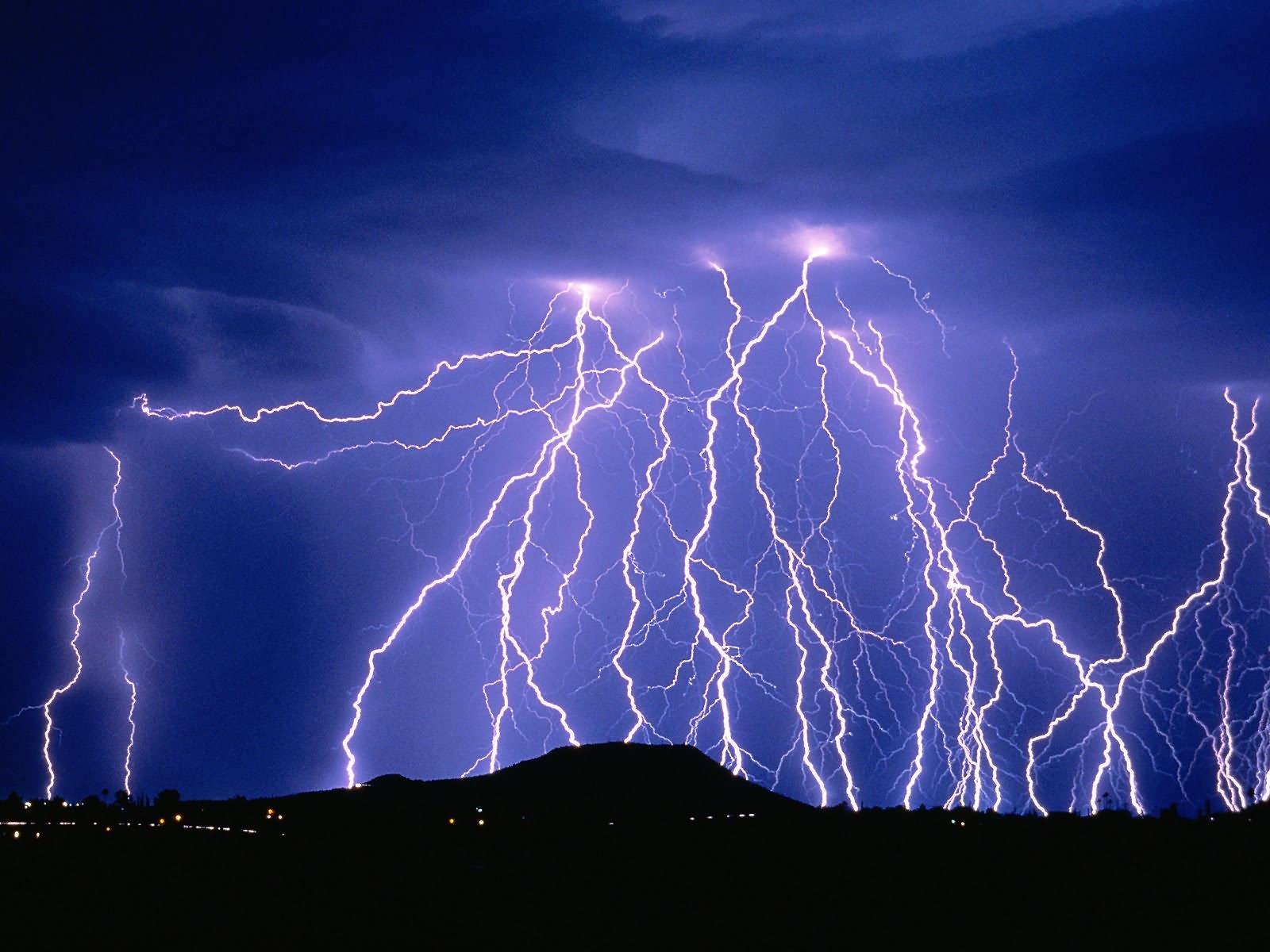 multiple bolts of lightning wallpaper 1600x1200
