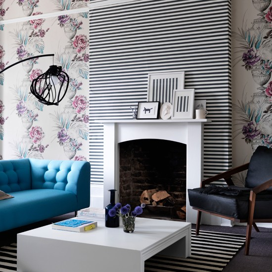 contrasting wallpaper Wallpaper ideas for living rooms Living room 550x550