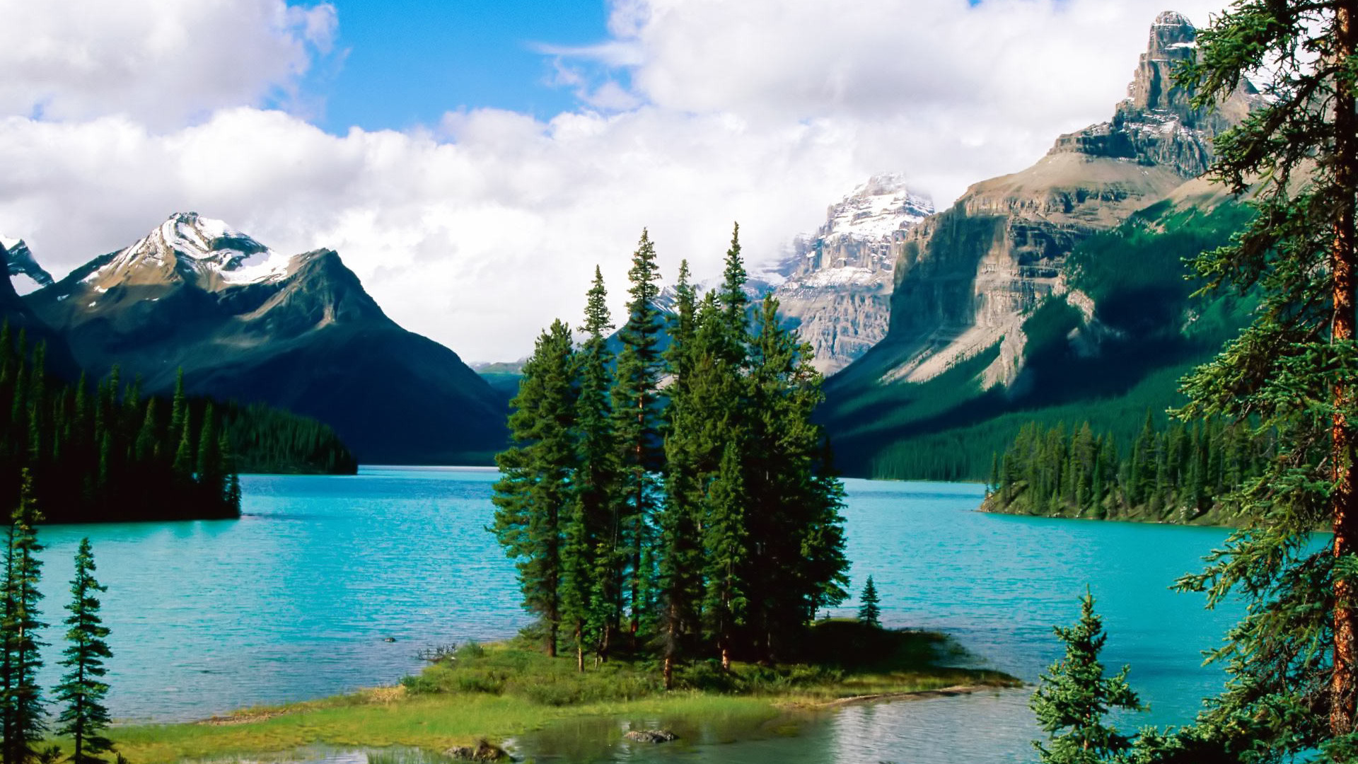 Download Maligne Lake Canada 1920x1080 Wallpaper 1920x1080