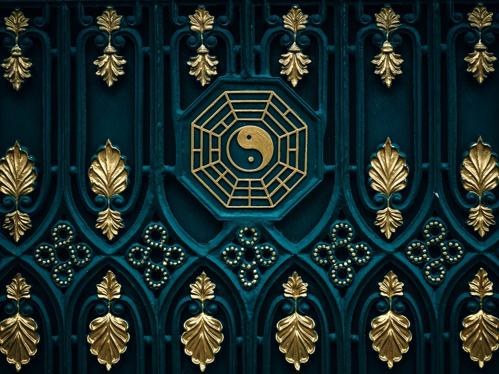 Wallpaper Bagua map yin yang door 5120x2880 UHD 5K Picture Image 1920x1440