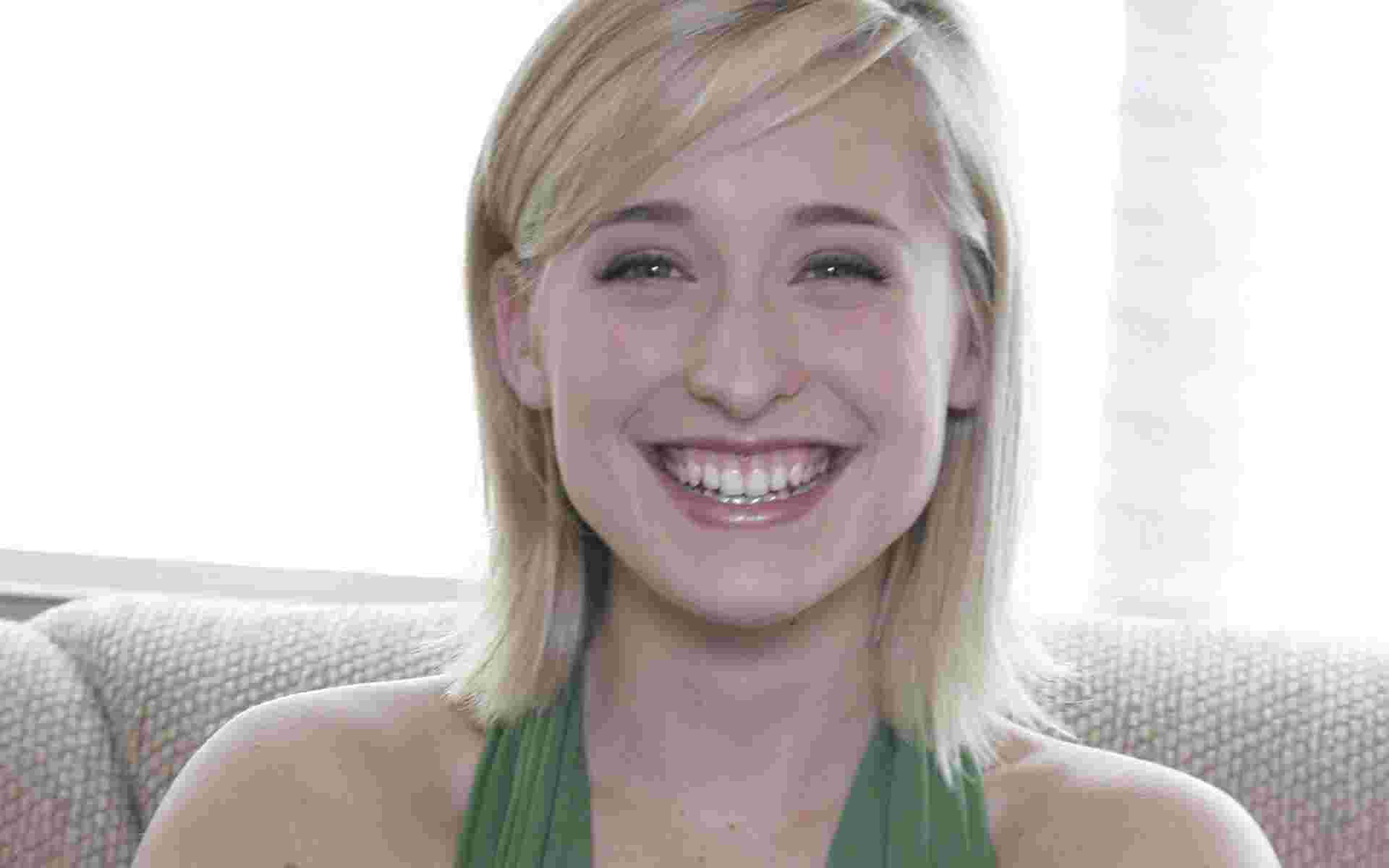 Allison Mack 035 wallpaper   Allison Mack   Celebrities Girls 1920x1200