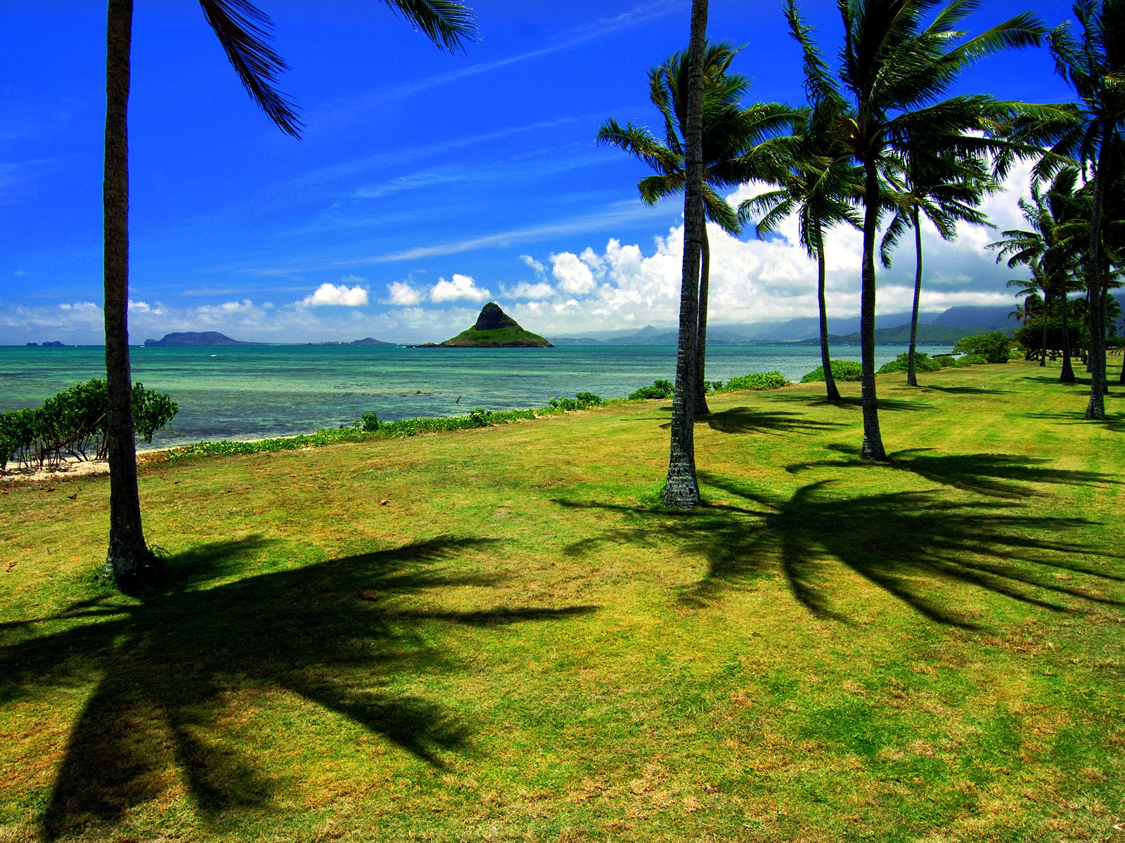Chinamans Hat Oahu Hawaii wallpaper 1600x1200