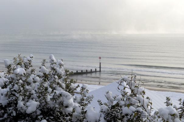 Winter Beach Scenes Snowy winter beach scene 605x403