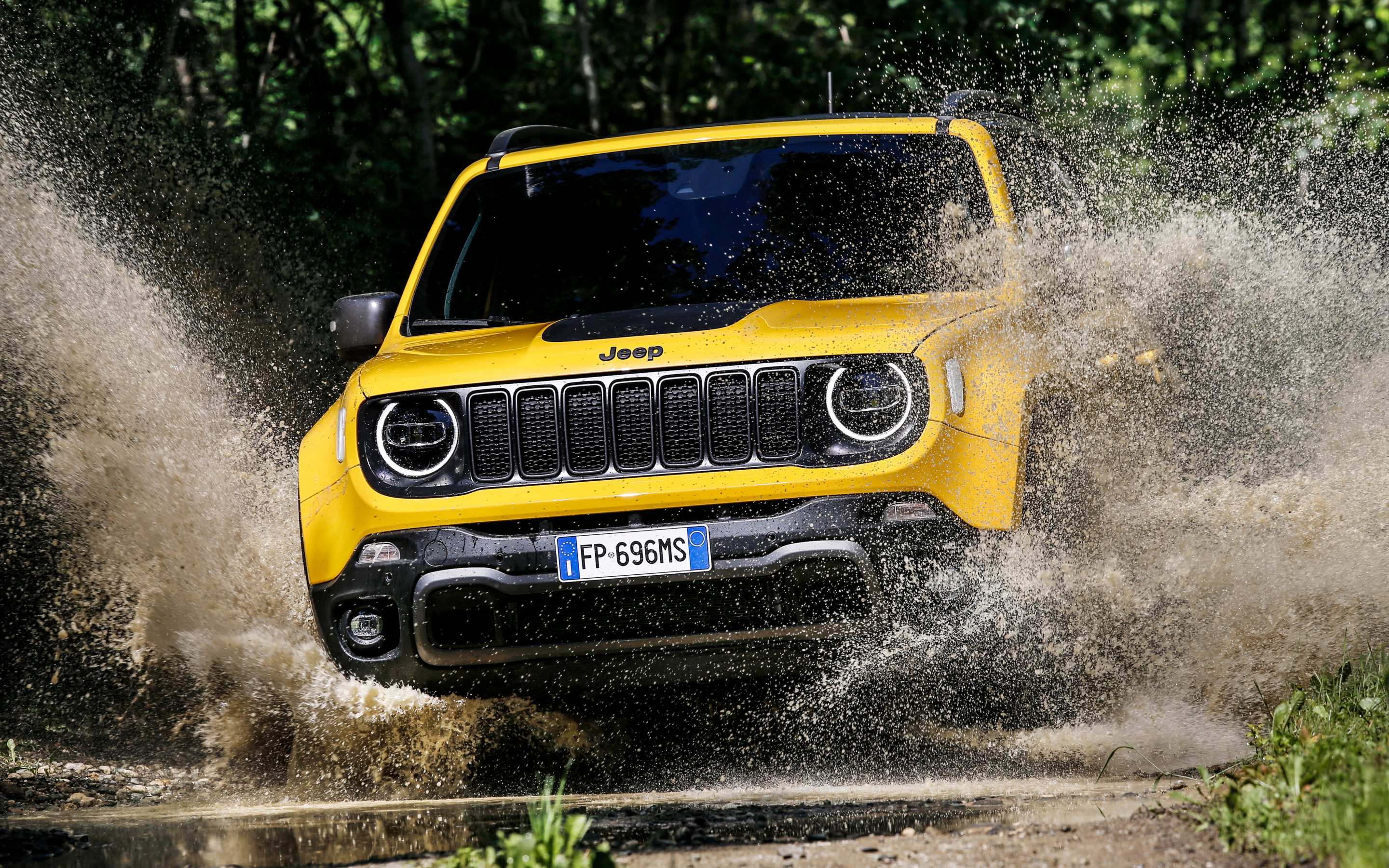 Download wallpapers Jeep Renegade Trailhawk 2018 front view new 2880x1800