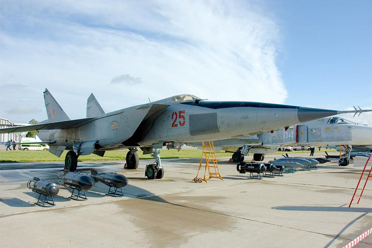 The Foxbat that buzzed Pakistan 20 years ago   Russia Beyond 1200x800