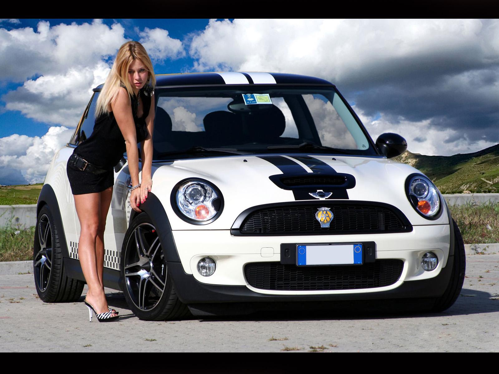 Pictures Download Hq Mini Bikini Girls Cars Wallpaper 1600x1200 Car 1600x1200